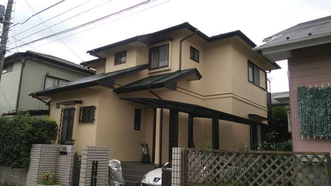 ひび割れに追随する塗料を使用し、屋根には遮熱塗装を施しました。