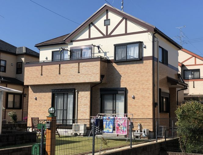 屋根はカバー、外壁は高耐久性塗料にて施工させて頂きました。