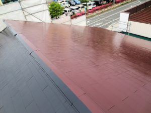 事務所屋根上塗り 赤黒