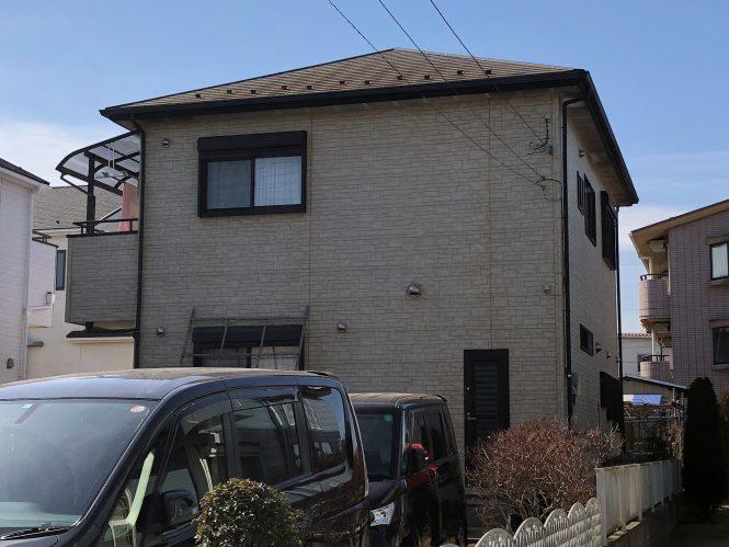 目地コーキングが断裂・欠落している箇所や、屋根瓦の著しい劣化が見受けられました。